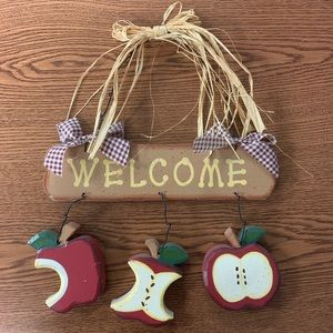 """Wooden """"Welcome"""" Sign"""